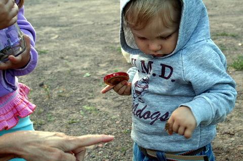 Hopper_on_the_finger